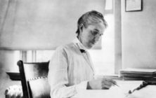 Henrietta Swan Leavitt at her desk
